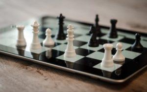 schachfiguren-ipad-schwarz-weiß