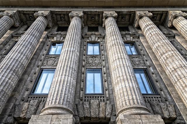 gebäude-historisch-säulen